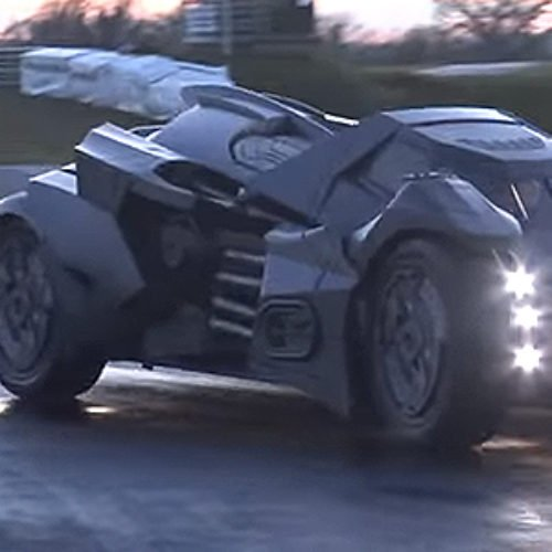 Ya conoces el Batmobile de Arkham Knight que corre en Europa