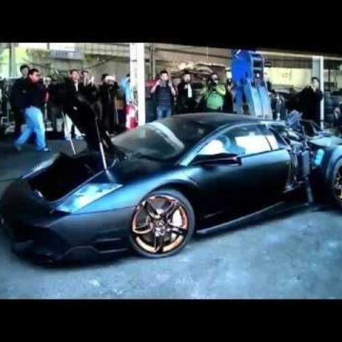 Policía destruye sin piedad un Lamborghini confiscado