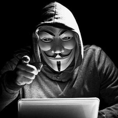 Anonymous llama a sus seguidores a atacar a Trump
