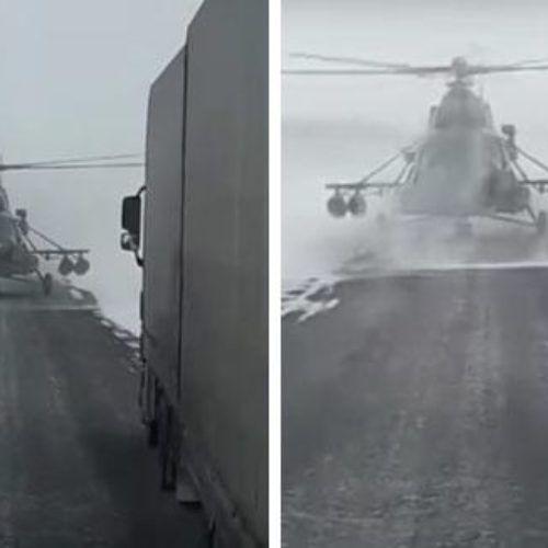 El piloto de helicóptero que aterriza para pedir indicaciones a un camionero