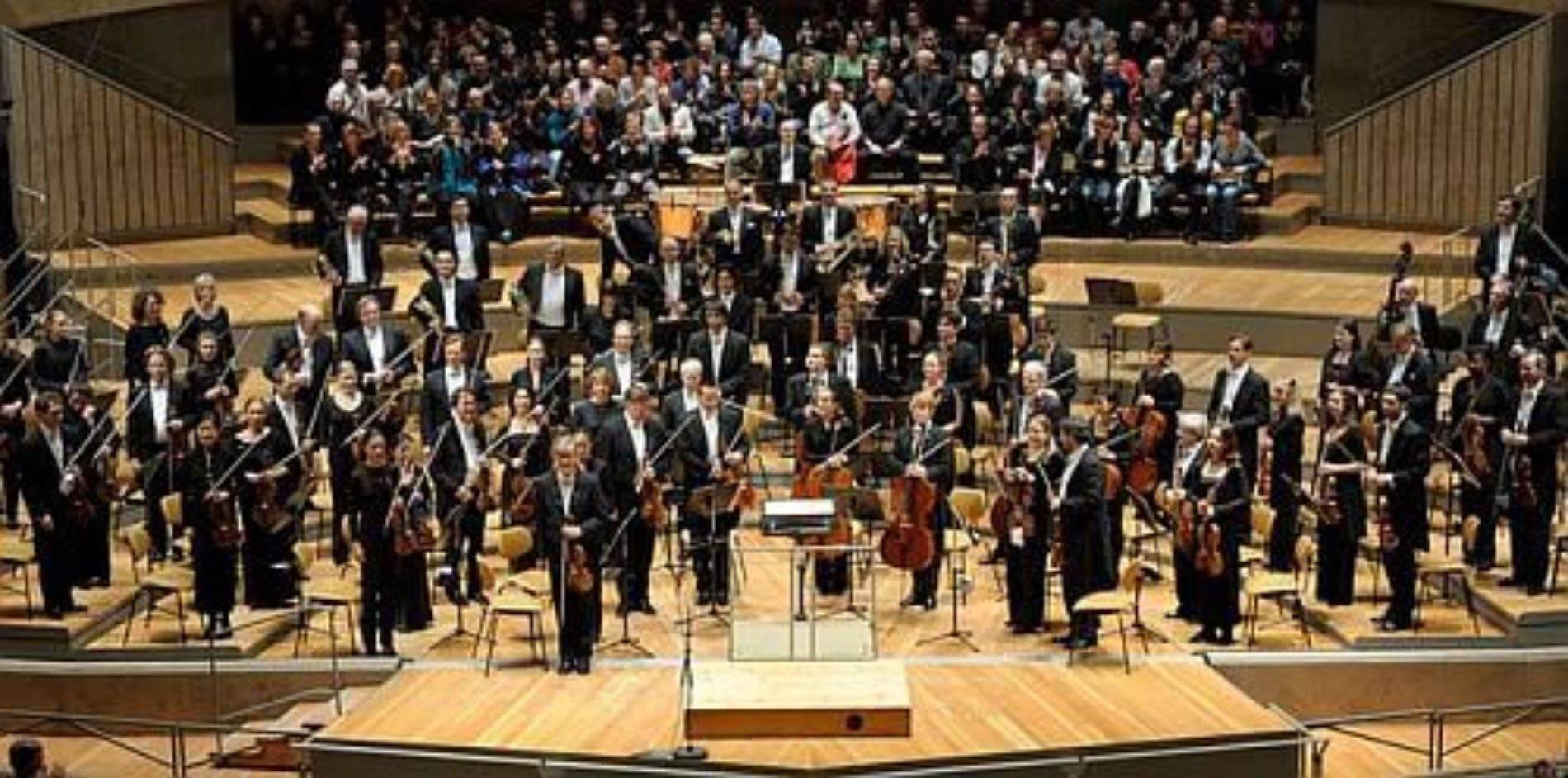 Sinfónica Alemana ofrece concierto binacional en protesta al muro de Trump