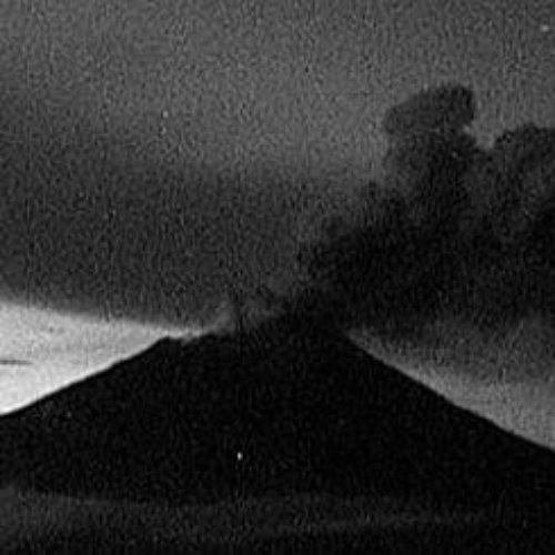 Emite fumarola Popocatépetl y cae ceniza en el Estado de México