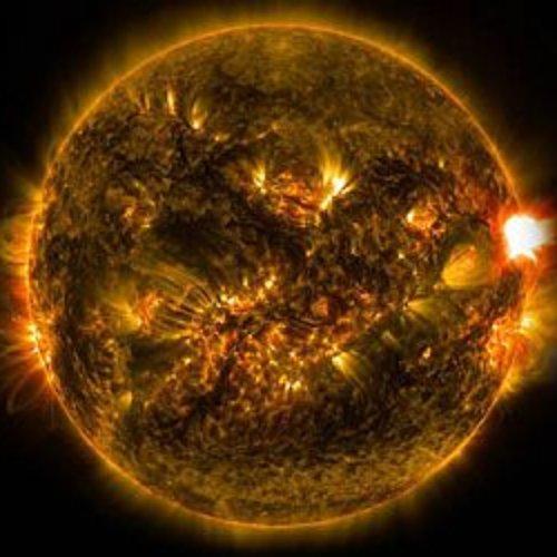 NASA capta una potente explosión y llamarada solar de clase X