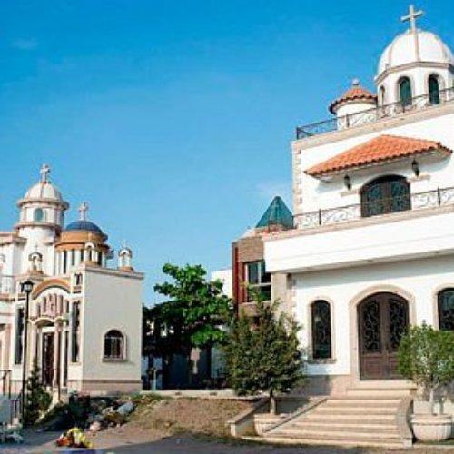Puro lujo en el panteón Jardines del Humaya de Culiacán, Sinaloa