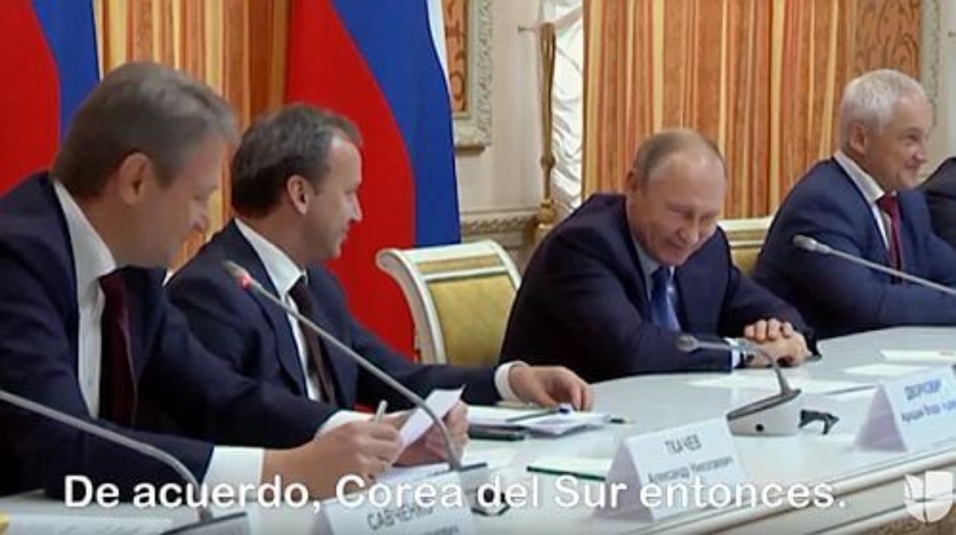 Putin muere de risa cuando su ministro de agricultura plantea exportar cerdo a Indonesia, país musulmán