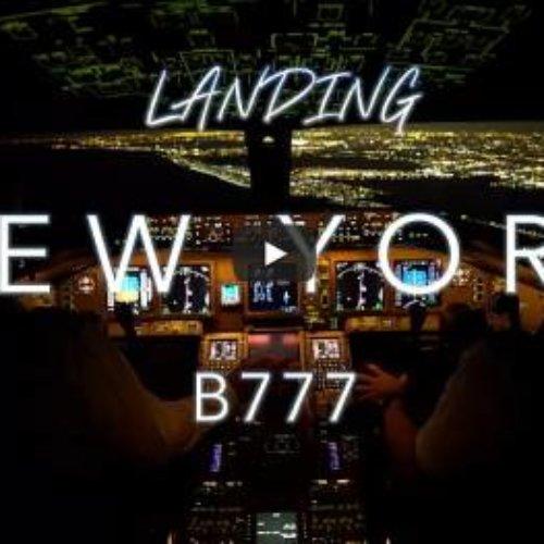 Cabina de Boeing 777 aterrizando de noche en el aeropuerto más concurrido de Nueva York