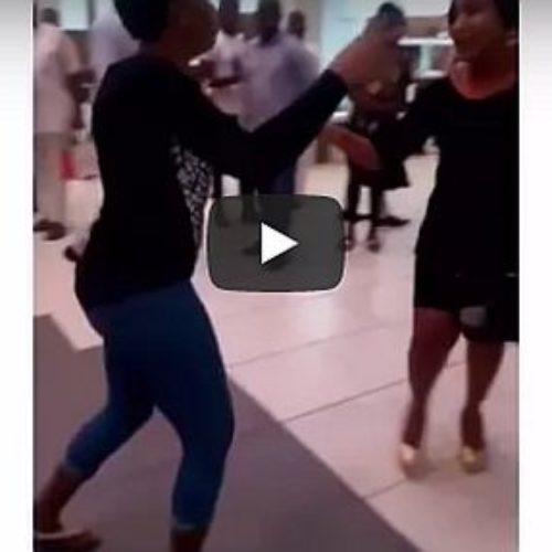 Le pide matrimonio a su novio y es rechazada