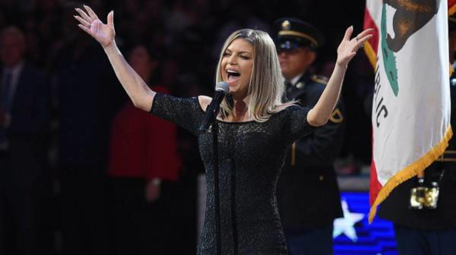 Canta Fergie el himno de EEUU en los All Star NBA 2018 y la gente la acusa de terrorismo