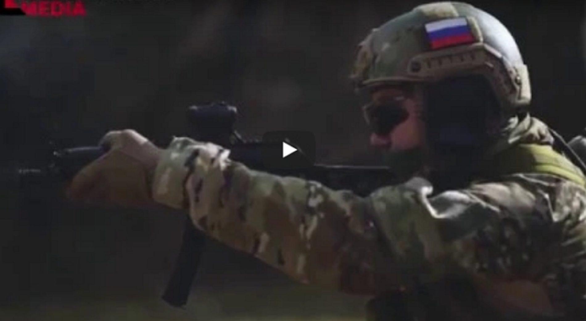 Fuerzas Especiales rusas haciendo una demostración con fuego real