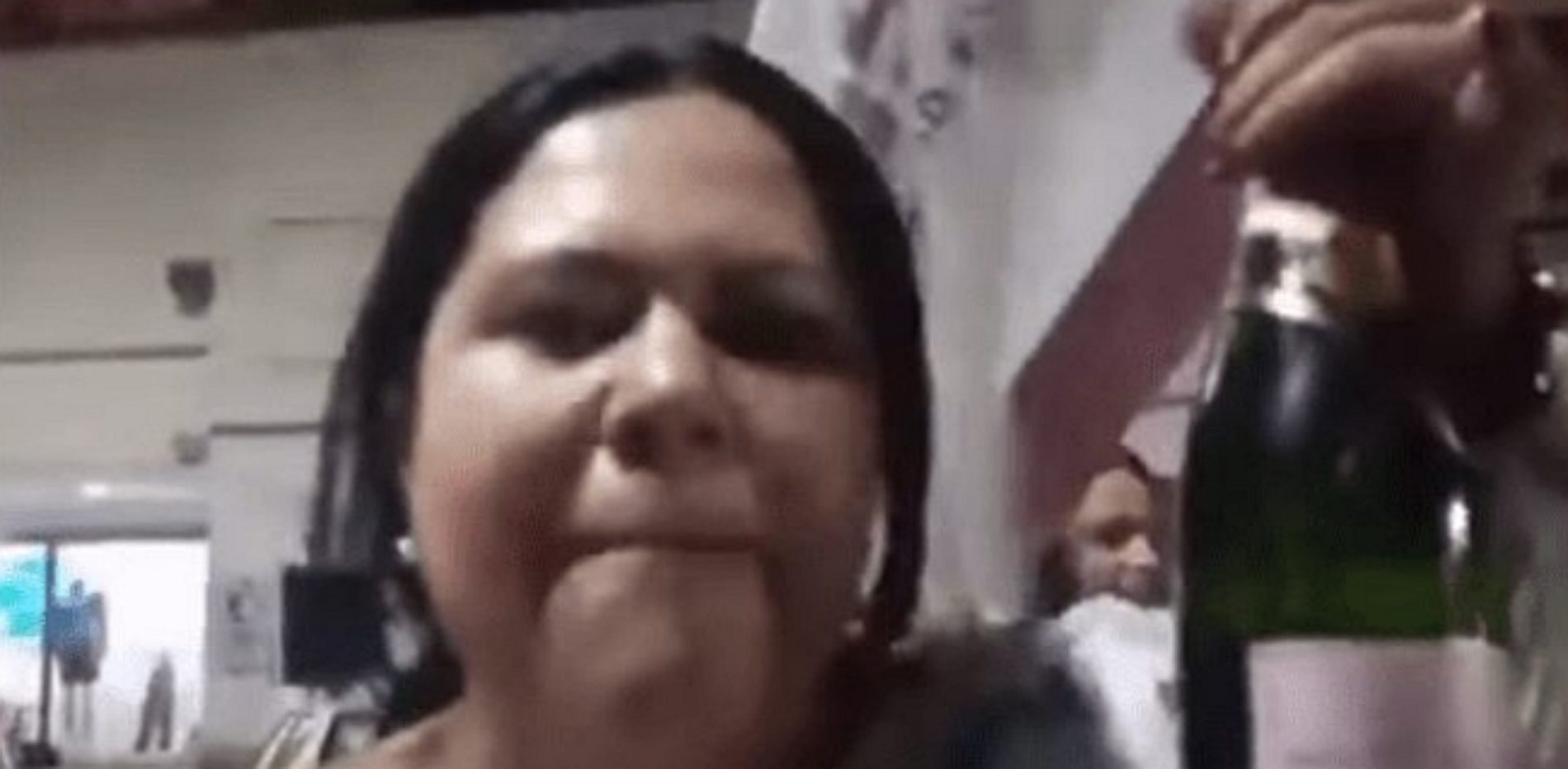 Inicia Morena proceso de expulsión contra Lady Champange.
