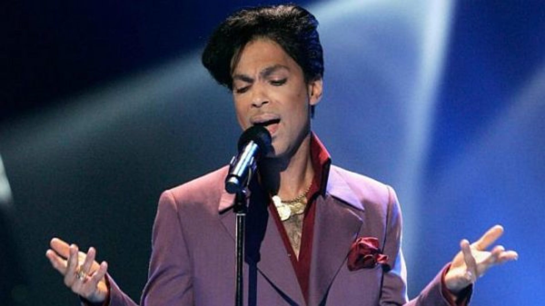 Universal producirá una película de los clásicos de Prince